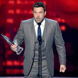 Ben Affleck recogiendo su galardón en los People's Choice Awards 2015