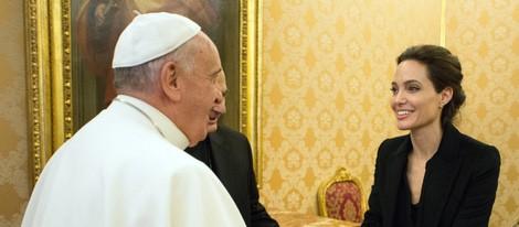 El Papa Francisco recibe a Angelina Jolie en el Vaticano