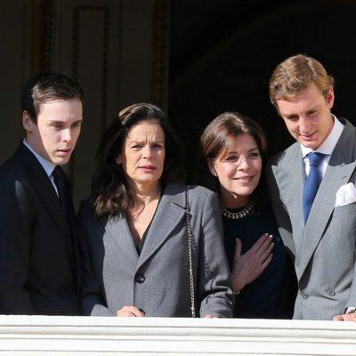 Louis Ducruet, Estefanía y Carolina de Mónaco y Pierre Casiraghi en la presentación de Jacques y Gabriella de Mónaco