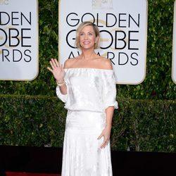 Kristen Wiig posando en la alfombra roja de los Globos de Oro 2015