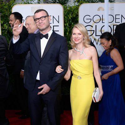 Liev Schreiber y Naomi Watts en la alfombra roja de los Globos de Oro 2015