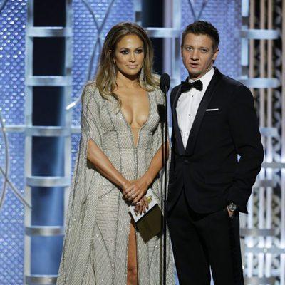 Jennifer Lopez y Jeremy Renner en los Globos de Oro 2015