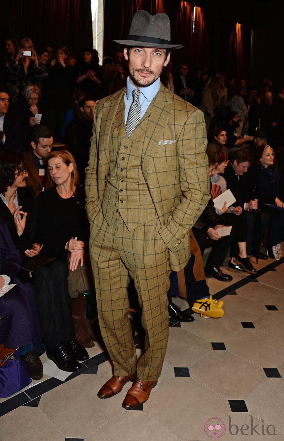 David Gandy en el desfile de Burberry otoño/invierno 2015 de la Semana de la Moda Masculina de Londres