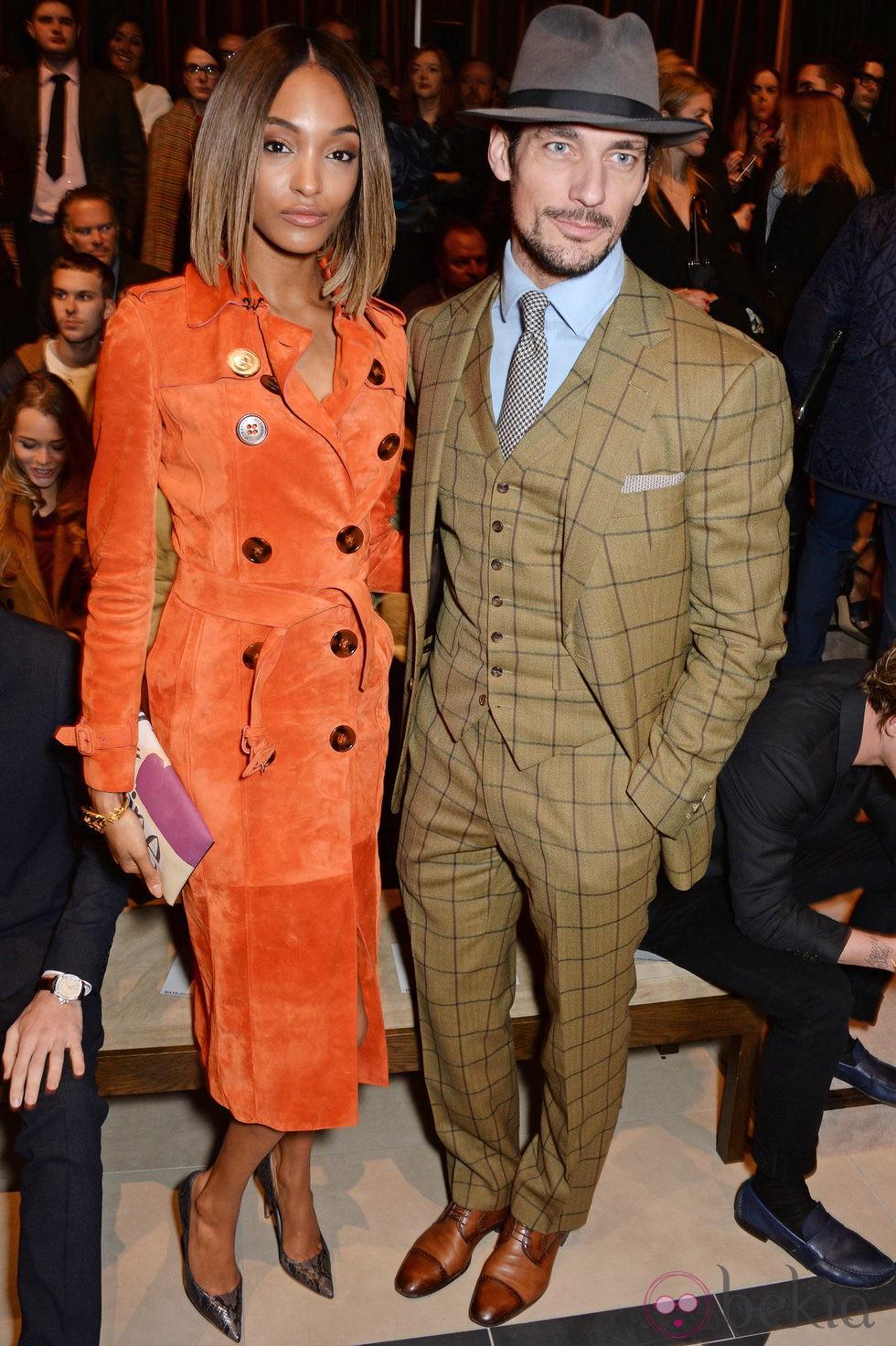 Jourdan Dunn y David Gandy en el desfile de Burberry otoño/invierno 2015 de la Semana de la Moda Masculina de Londres
