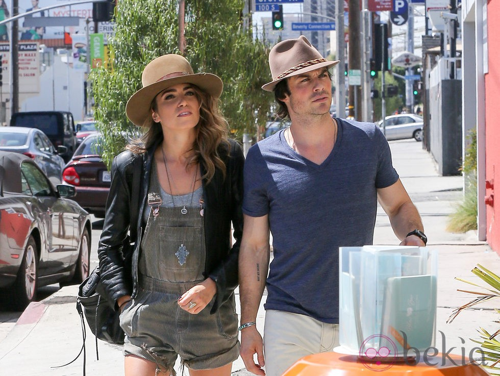 Ian Somerhalder y Nikki Reed paseando su amor por Los Angeles