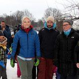 Haakon y Mette-Marit de Noruega en un acto oficial en la nieve