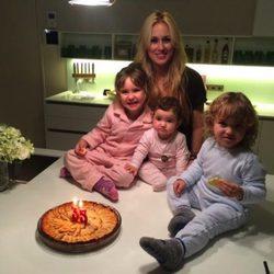 Carolina Cerezuela celebra su 35 cumpleaños con sus hijos Carla, Carlos y Daniela
