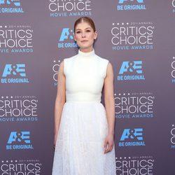Rosamund Pike en los Critics' Choice Awards 2015