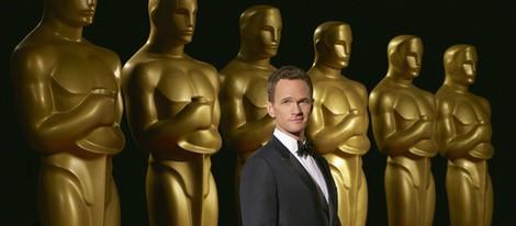 Neil Patrick Harris posando como presentador de los Oscar 2015