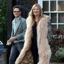 Kate Moss a la salida de su casa en Londres el día de su 41 cumpleaños