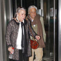 Chiquetete y Carmen Gaona en el tanatorio de María Pérez Montané, madre de Los Morancos