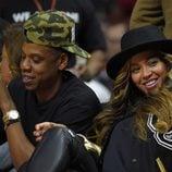 Beyoncé y Jay-Z en un partido de baloncesto en el Staples Center de Los Ángeles