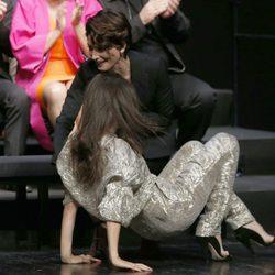 Elena Anaya se cae al subir al escenario de la fiesta de los nominados a los Premios Goya 2015