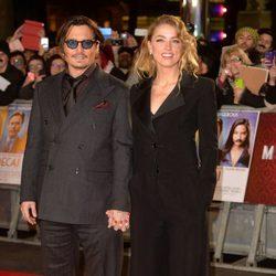 Johnny Depp y Amber Heard en la presentación de 'Mortdecai'