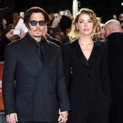 Johnny Depp y Amber Heard en la presentación de 'Mortdecai' en Londres