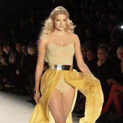 Lena Gercke desfilando en la Berlín Fashion Week