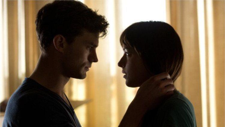 Jamie Dornan y Dakota Johnson viven su amor en 'Cincuenta sombras de Grey'