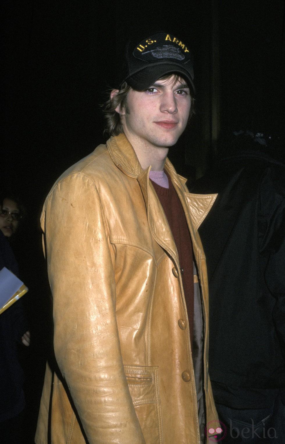 Ashton Kutcher en la fiesta 'Saturday Night Live' de 2001