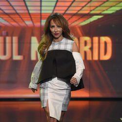 María Patiño desfilando con un diseño de Raúl Madrid en la Sálvame Fashion Week
