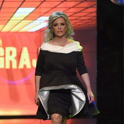 Lydia Lozano desfilando con un diseño de Juan José Gragera en la Sálvame Fashion Week