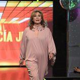 Mila Ximénez desfilando con un diseño de Paula García Junco en la Sálvame Fashion Week