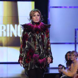 Mila Ximénez desfilando con un diseño de Roberto Verino en la Sálvame Fashion Week