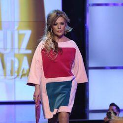 Lydia Lozano desfilando con un diseño de Ágatha Ruiz de la Prada en la Sálvame Fashion Week