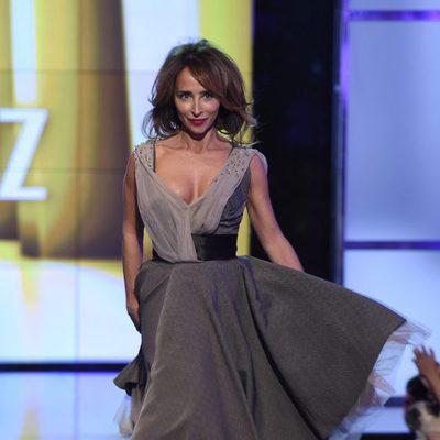 María Patiño desfilando con un diseño de Ion Fiz en la Sálvame Fashion Week