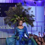Terelu Campos desfilando con un diseño de Francis Montesinos en la Sálvame Fashion Week