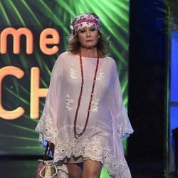 Mila Ximénez desfilando con un look playero en la Sálvame Fashion Week