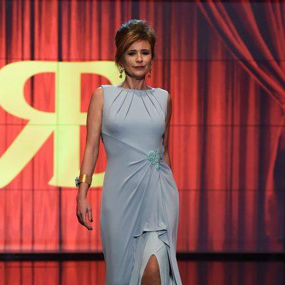 Gema López desfilando en traje de noche en la Sálvame Fashion Week