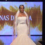 Raquel Bollo desfilando vestida de novia en la Sálvame Fashion Week