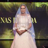 Rosa Benito desfilando vestida de novia en la Sálvame Fashion Week