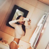 Lindsay Lohan muestra su tanga en el baño