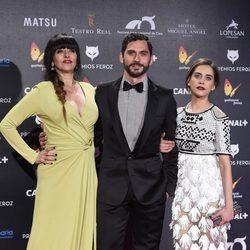 Yolanda Ramos, María León y Paco León en la alfombra roja de los Premios Feroz 2015