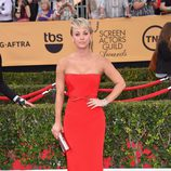 Kaley Cuoco en la alfombra roja de los Screen Actors Guild Awards 2015