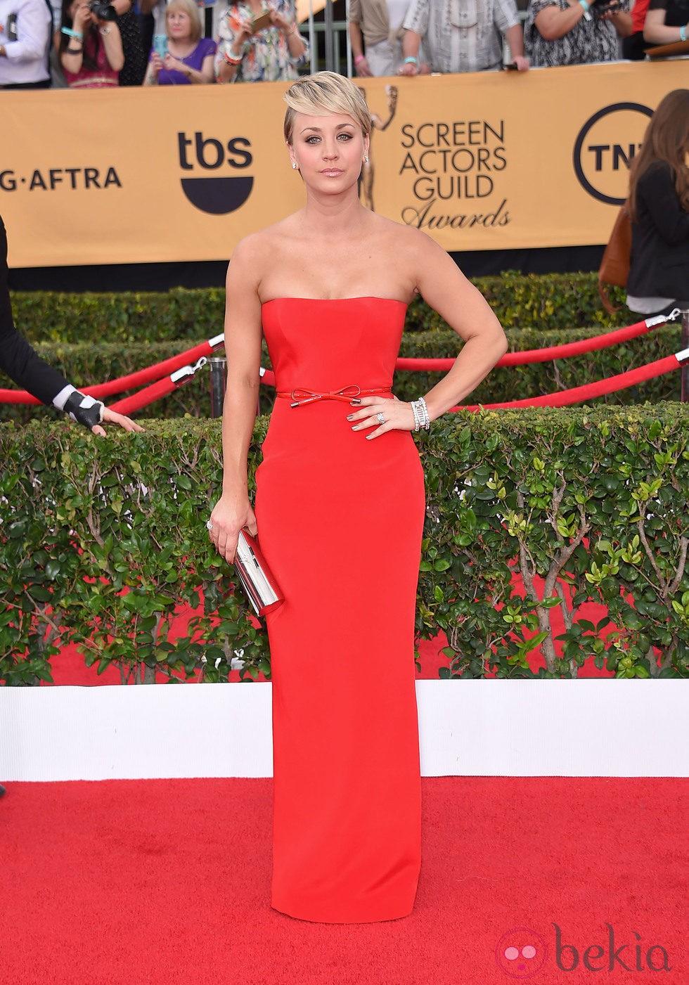 Kaley Cuoco en la alfombra roja de los Screen Actors Guild Awards 2015