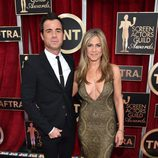 Jennifer Aniston y Justin Theroux en la alfombra roja de los Screen Actors Guild Awards 2015