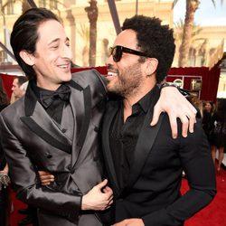 Adrien Brody y Lenny Kravitz en la alfombra roja de los Screen Actors Guild Awards 2015