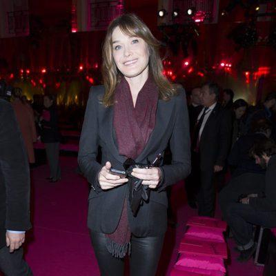 Carla Bruni en el desfile de Schiaparelli en la Semana de la Alta Costura de París primavera/verano 2015