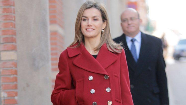 La Reina Letizia antes de reunirse con la Junta Directiva de FEDER en Madrid