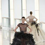 Nieves Álvarez desfilando para Stephane Rolland en la Semana de la Alta Costura primavera/verano 2015