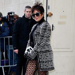 Kris Jenner en el desfile de Chanel en la Semana de la Alta Costura primavera/verano 2015