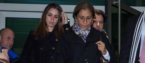 Elena Furiase y Lolita en el tanatorio de Amparo Baró