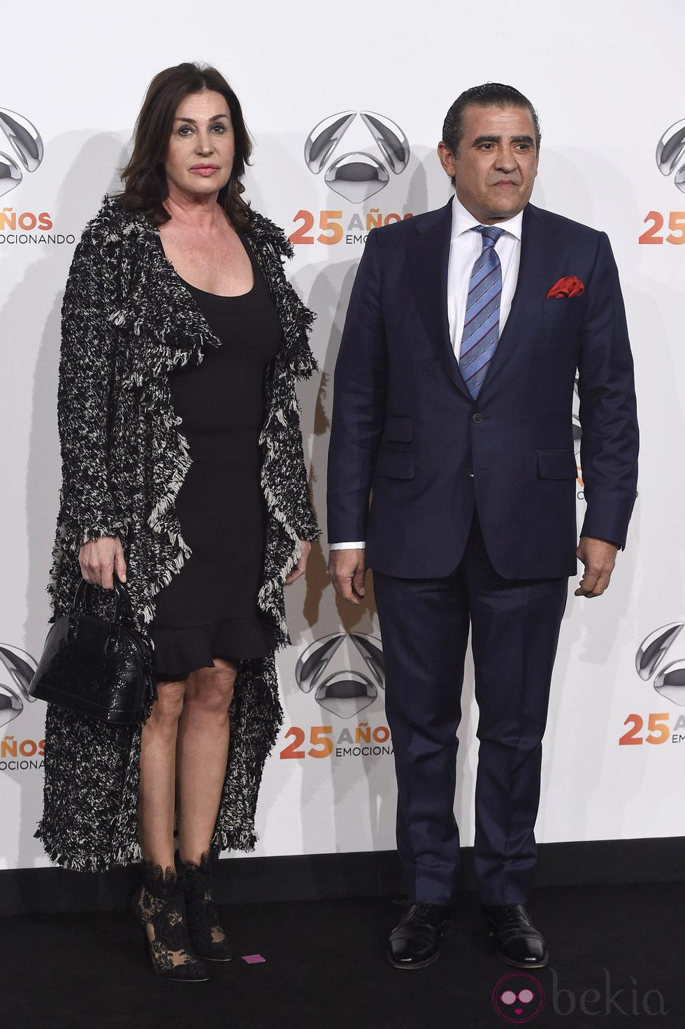 Carmen y Jaime Martínez Bordiú  en la fiesta del 25º Aniversario de Antena 3