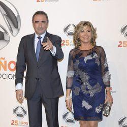 Julia Otero y Carlos Herrera en la fiesta del 25º Aniversario de Antena 3
