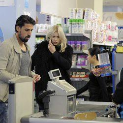 Sami Khedira y Lena Gercke compran productos en un supermercado