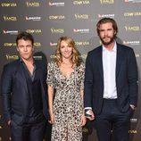 Luke Hemsworth, Samantha Hemsworth y Liam Hemsworth en la alfombra roja de la gala G'Day USA 2015