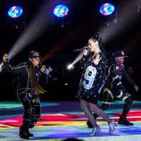 Katy Perry con Missy Elliott durante su actuación en la Super Bowl 2015