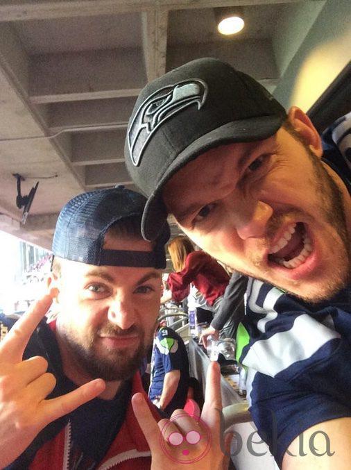 Chris Evans y Chris Pratt en la final de la Super Bowl 2015